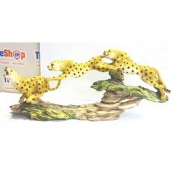 Figura de 3  guepardo corriendo  Medidas 57 cm de largo x 24 cm de alto x 10 cm de ancho
